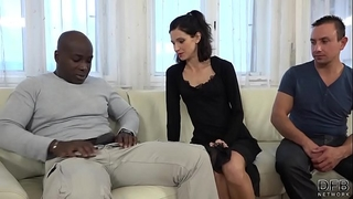 Cuckold training amateur wife copulates dark stud in front of spouse and cunt licked