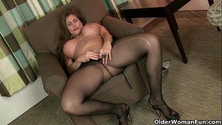 American milfs sheila and lacy receive turned on by hose