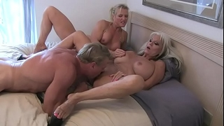 Massive squirt cougar allies fucking
